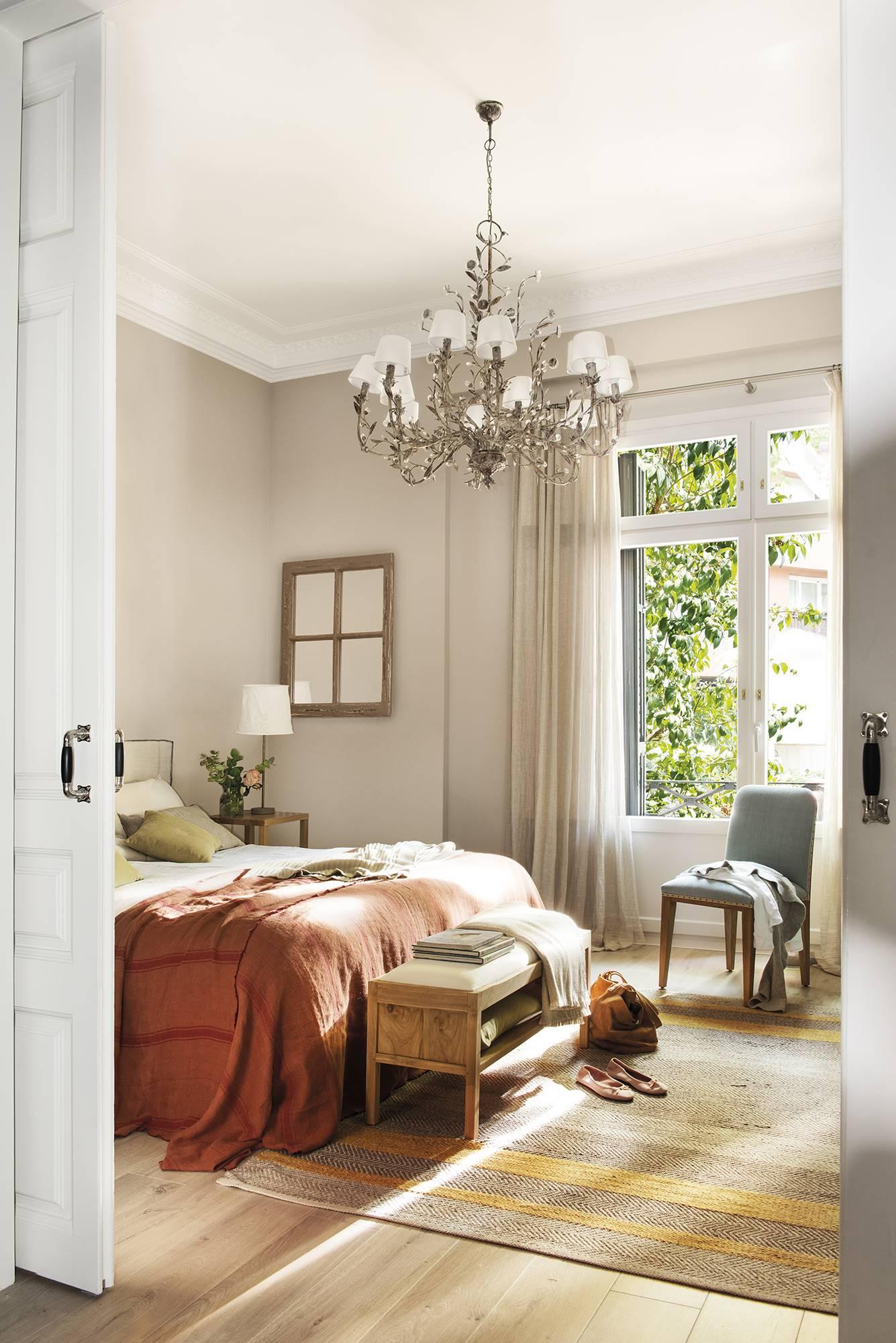 dormitor cu tavan înalt