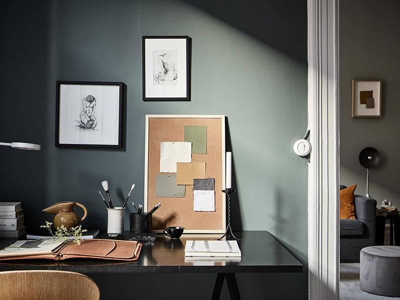 pereți gri in birou