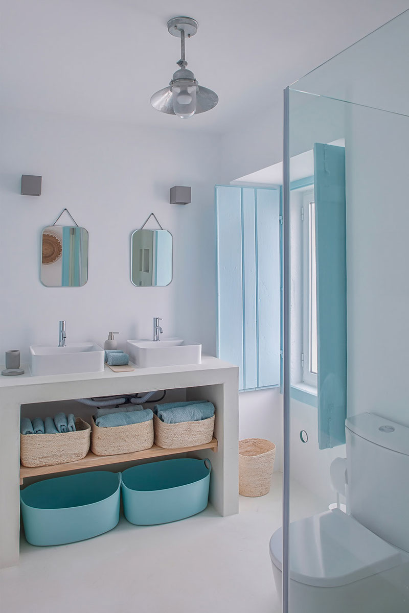 baie in albastru