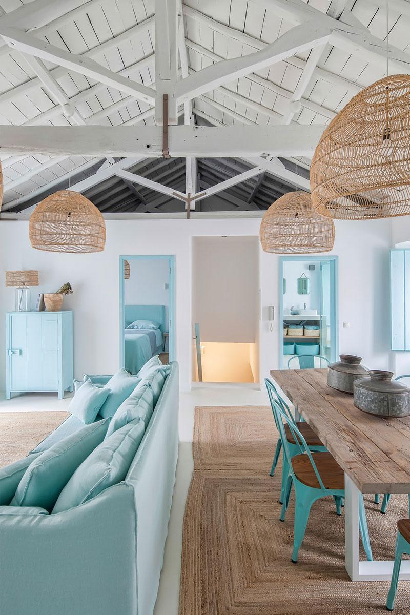Albastru, lemn și textile naturale într-o casă de vacanță din Portugalia 6
