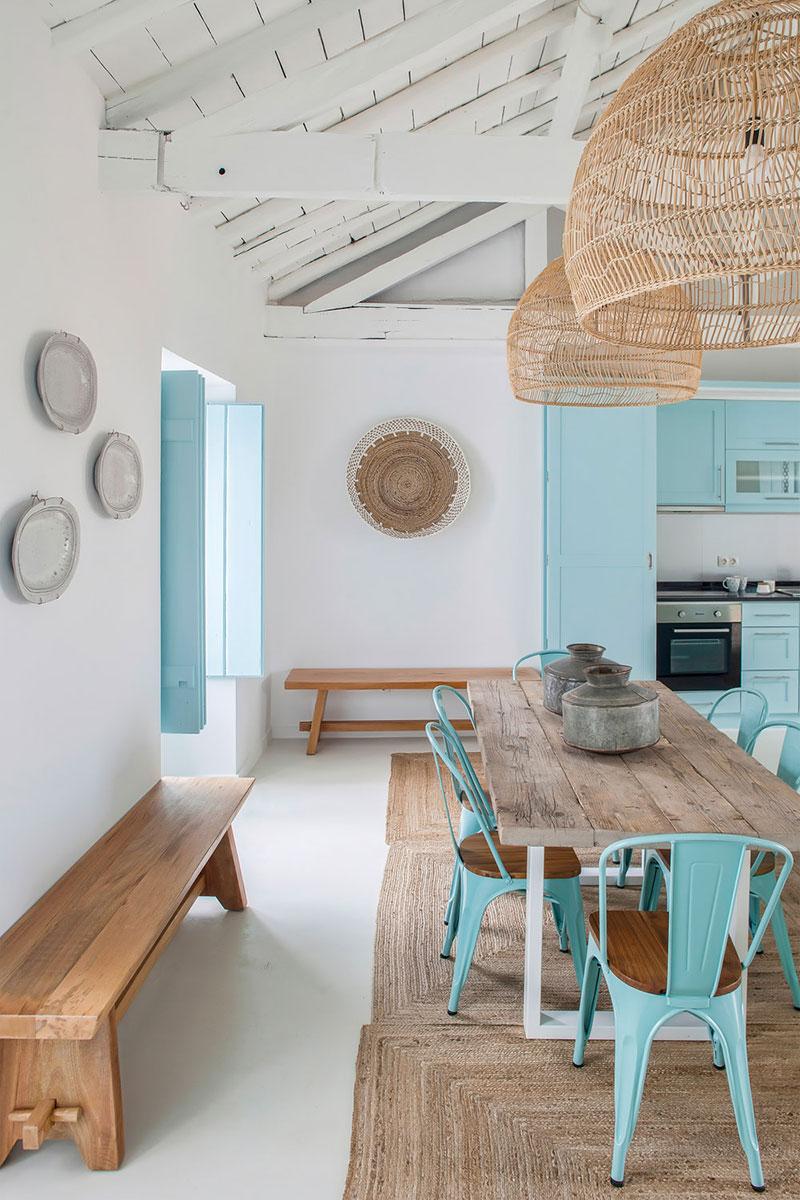 Albastru, lemn și textile naturale într-o casă de vacanță din Portugalia 8