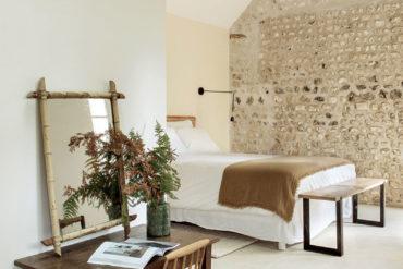 Lemn și piatră în amenajarea unei case rustice din Normandia 8