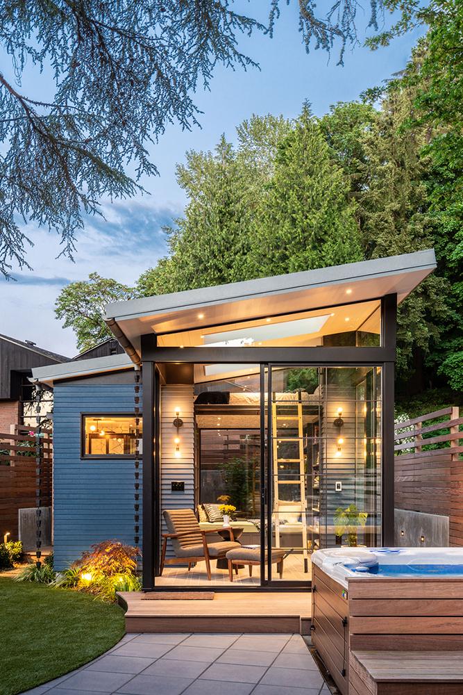 Mini căsuță în grădină cu pat suspendat, bucătărie, living și baie 1