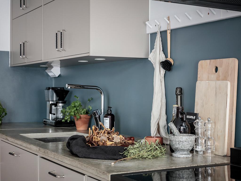 Albastru petrol în bucătărie