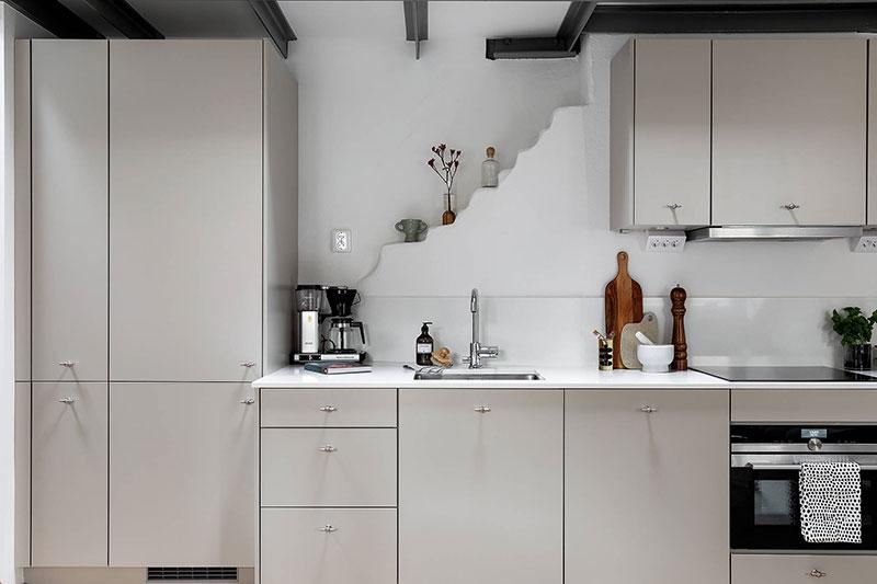 Birou deasupra bucătăriei