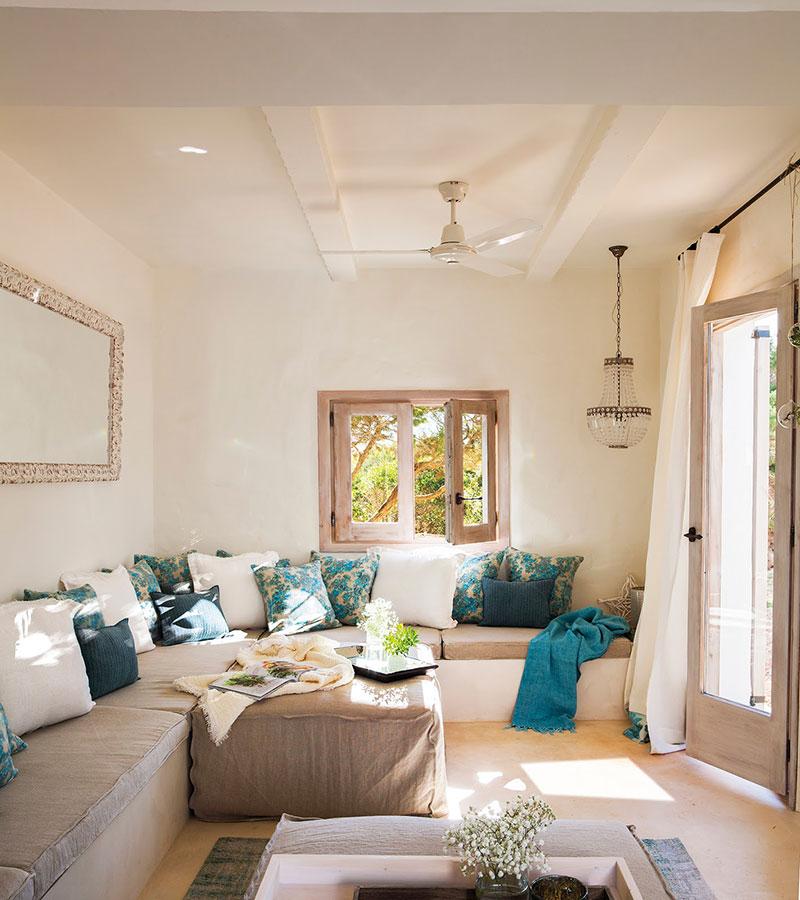 Accente vesele de culoare și decor mediteranean într o casă de vacanță din Formentera Spania 1