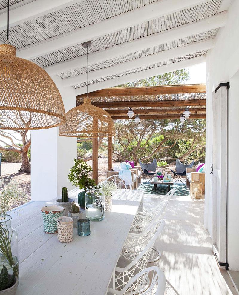 Accente vesele de culoare și decor mediteranean într o casă de vacanță din Formentera Spania 10