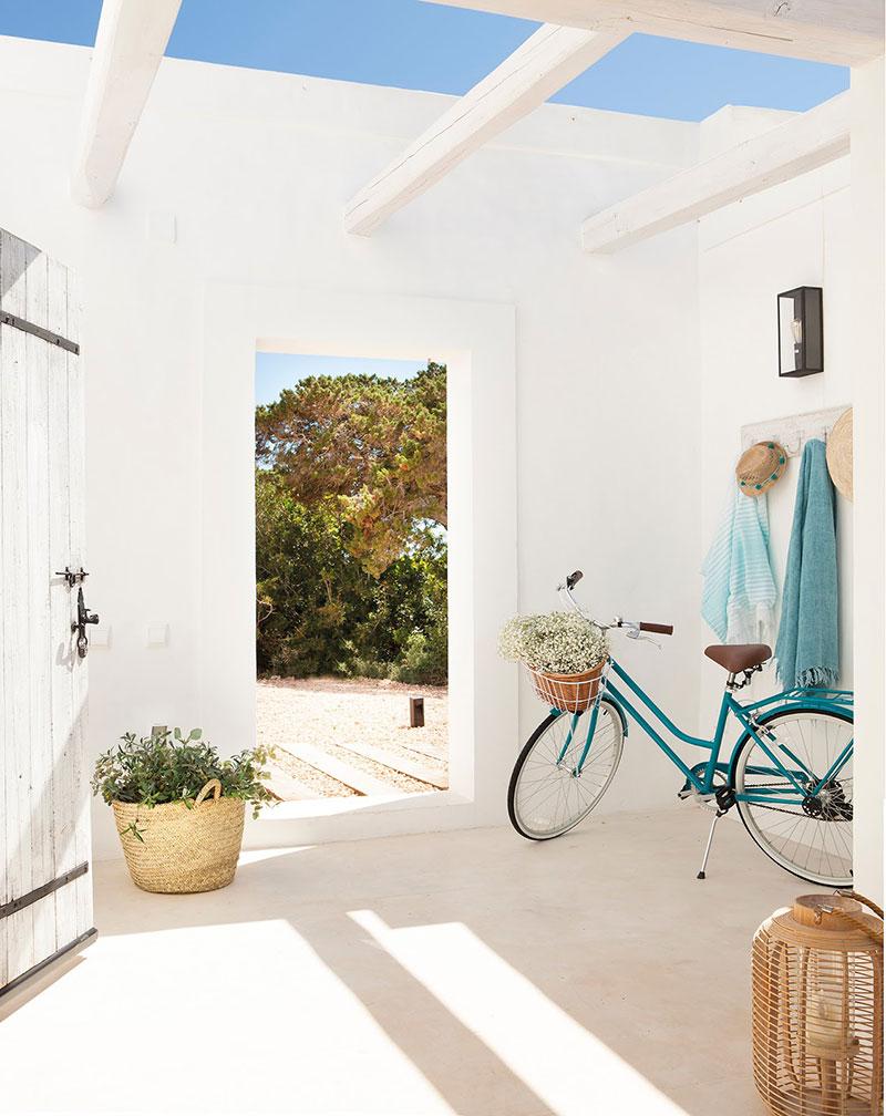 Accente vesele de culoare și decor mediteranean într o casă de vacanță din Formentera Spania 11