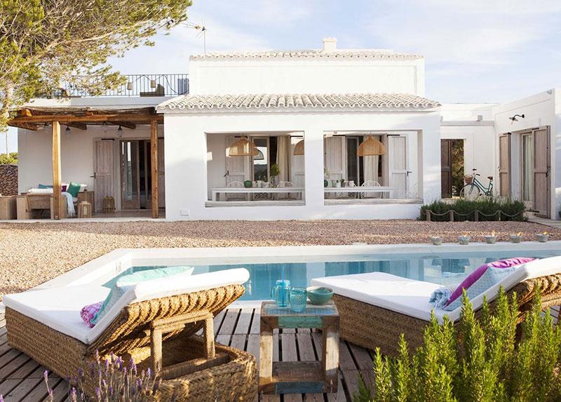 Accente vesele de culoare și decor mediteranean într o casă de vacanță din Formentera Spania 12