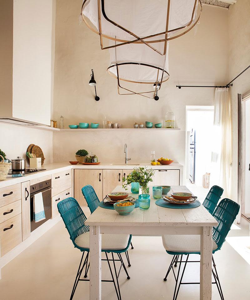 Accente vesele de culoare și decor mediteranean într o casă de vacanță din Formentera Spania 2