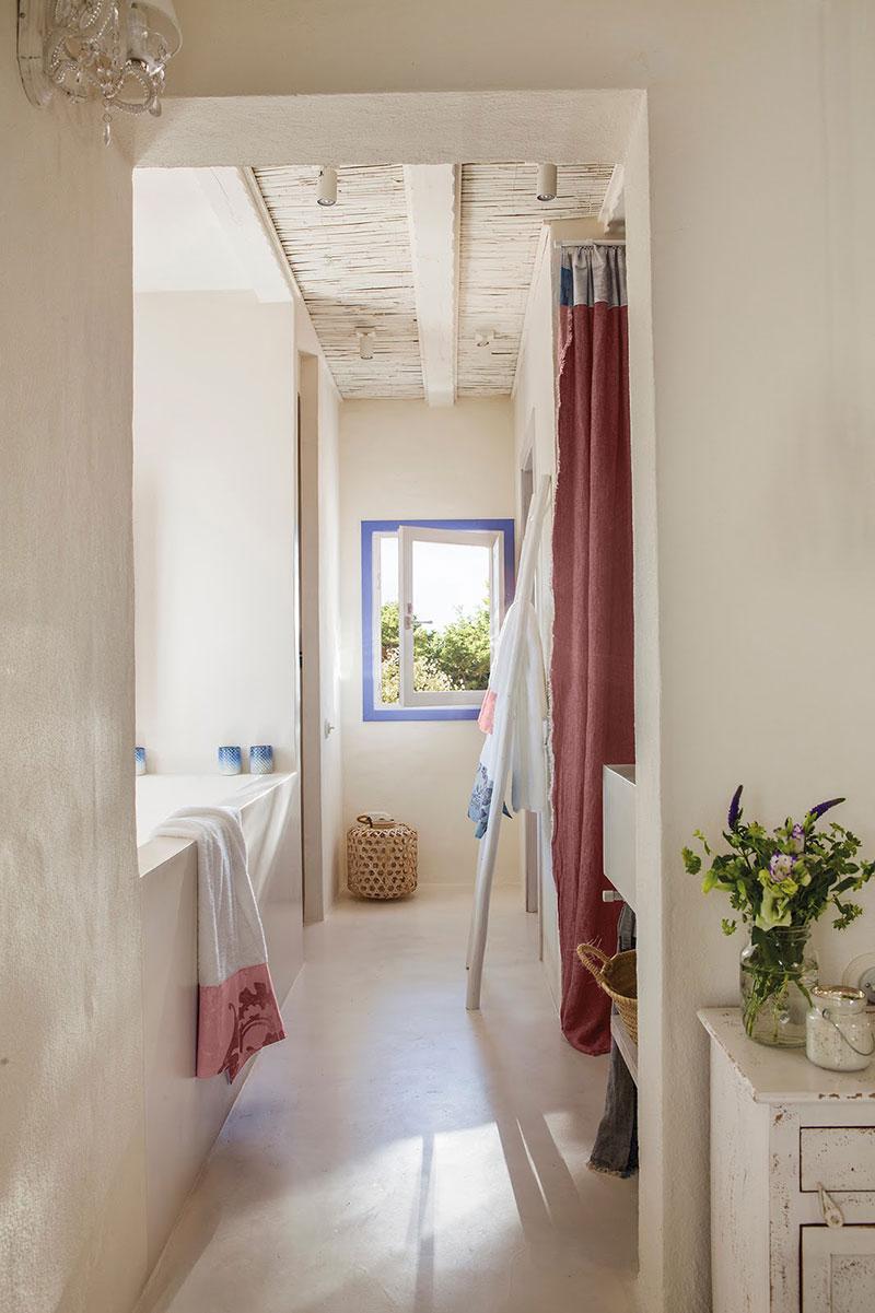 Accente vesele de culoare și decor mediteranean într o casă de vacanță din Formentera Spania 5