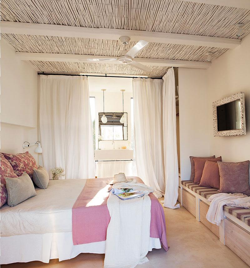 Accente vesele de culoare și decor mediteranean într o casă de vacanță din Formentera Spania 6