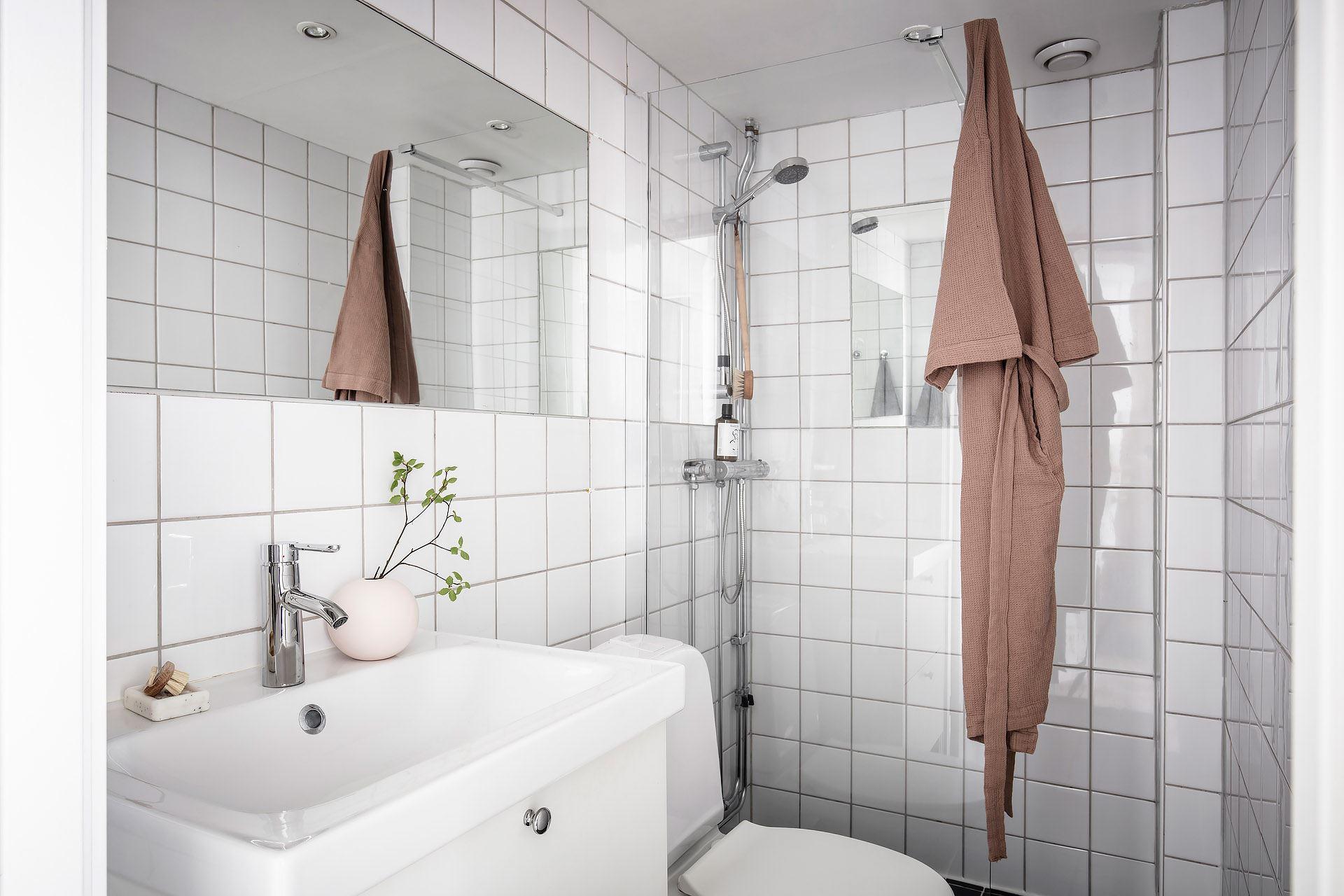 Pat suspendat într o garsonieră de 22 m² din Suedia 24b