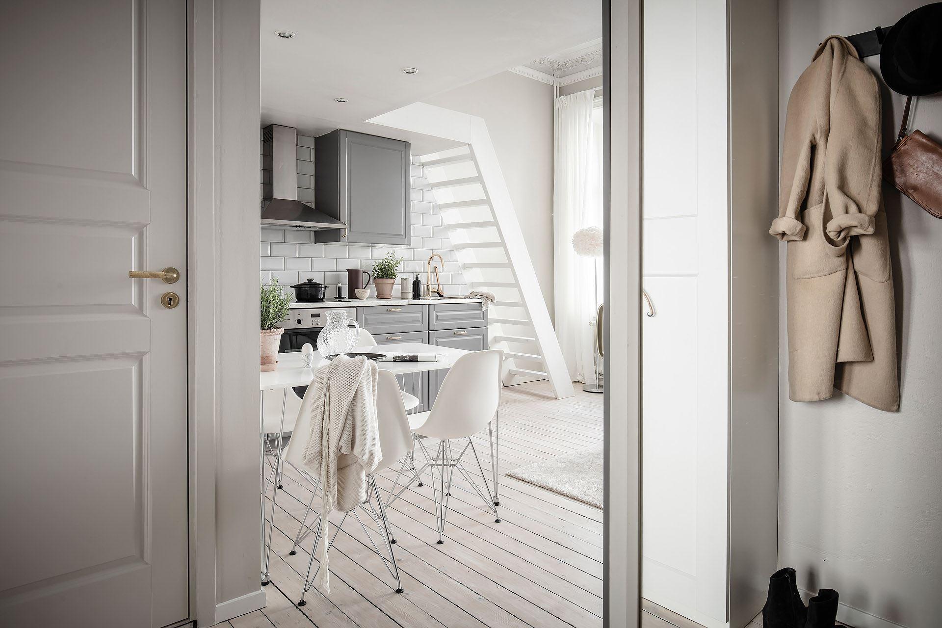 Pat suspendat într o garsonieră de 22 m² din Suedia 24e