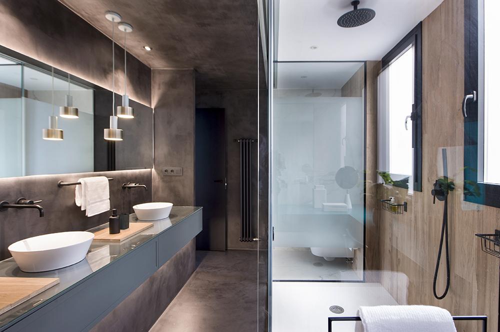 Pereți mobilier și uși negre într un apartament din Barcelona 21a