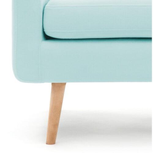 fotoliu colorat cu picioare de lemn
