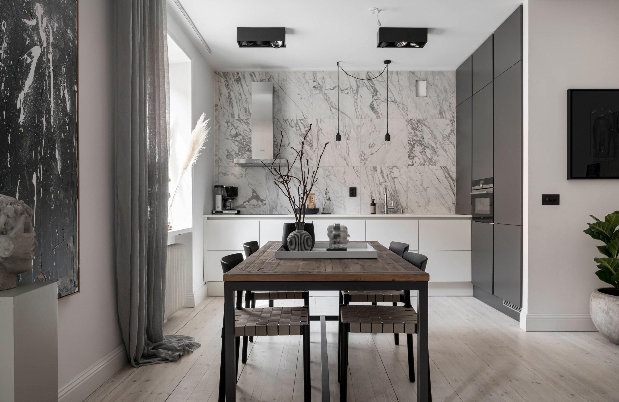 Uși de sticlă între living și dormitor într o garsonieră de 49 m² din Suedia 2