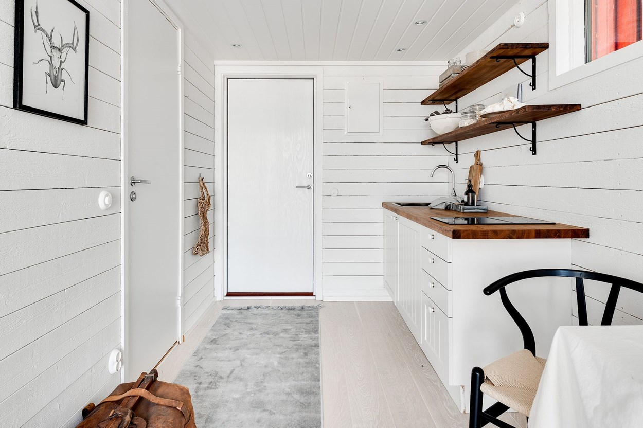 Căsuță pe debarcader de numai 15 m² și cu dormitor la mezanin 15