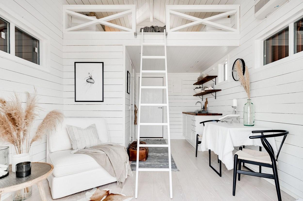 Căsuță pe debarcader de numai 15 m² și cu dormitor la mezanin 7