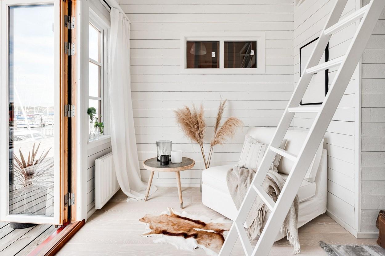 Căsuță pe debarcader de numai 15 m² și cu dormitor la mezanin 8