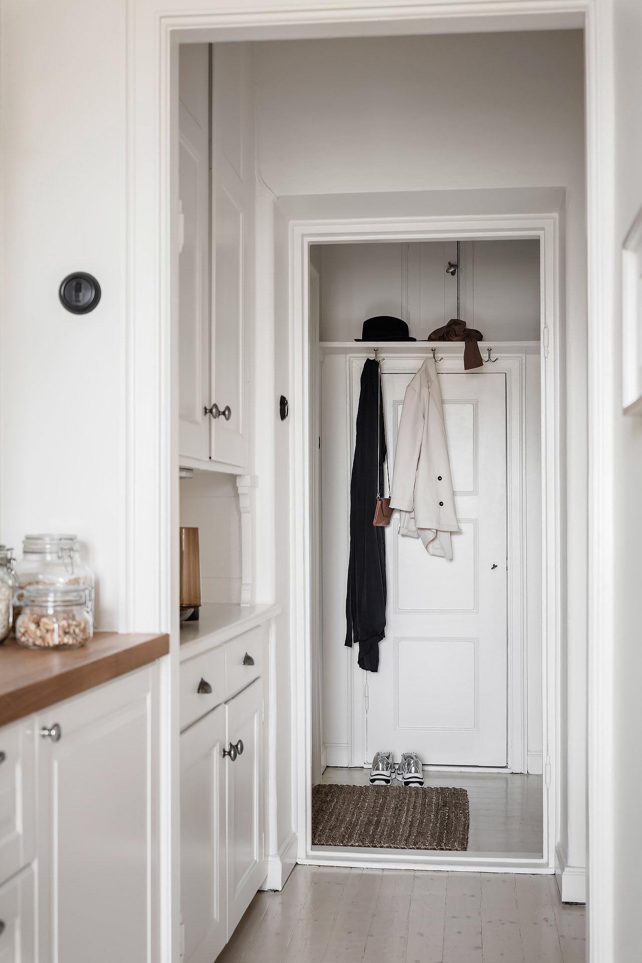 Cromatică relaxantă și decor scandinav într un apartament de 50 m² 21
