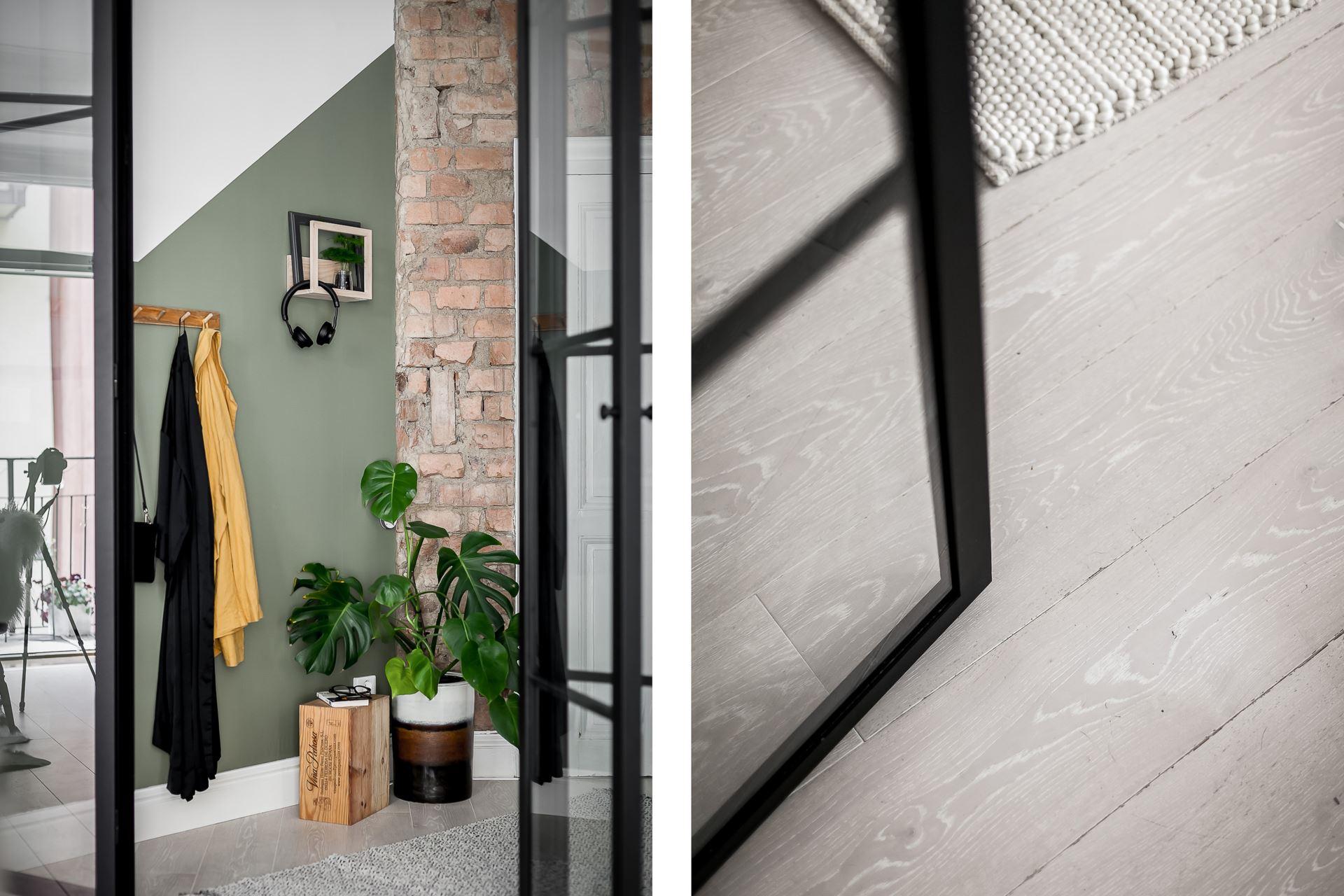 Perete de sticlă și cărămidă expusă în dormitor într o garsonieră de 44 m² 11