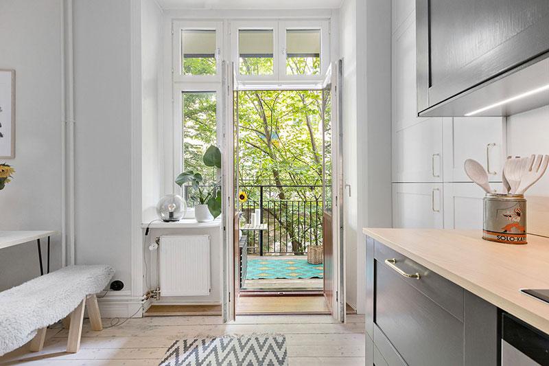 Plan deschis un balcon drăguț și o draperie pentru dormitor într o garsonieră de 37 m² 12