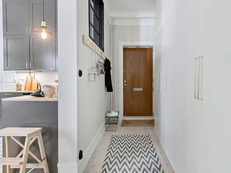Plan deschis un balcon drăguț și o draperie pentru dormitor într o garsonieră de 37 m² 16
