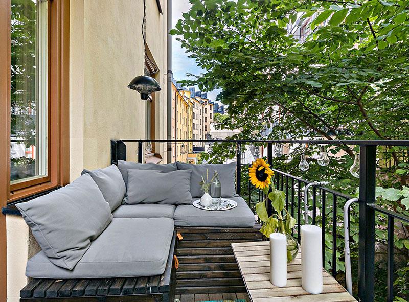 Plan deschis un balcon drăguț și o draperie pentru dormitor într o garsonieră de 37 m² 3