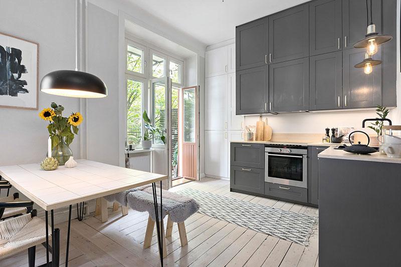 Plan deschis un balcon drăguț și o draperie pentru dormitor într o garsonieră de 37 m² 9