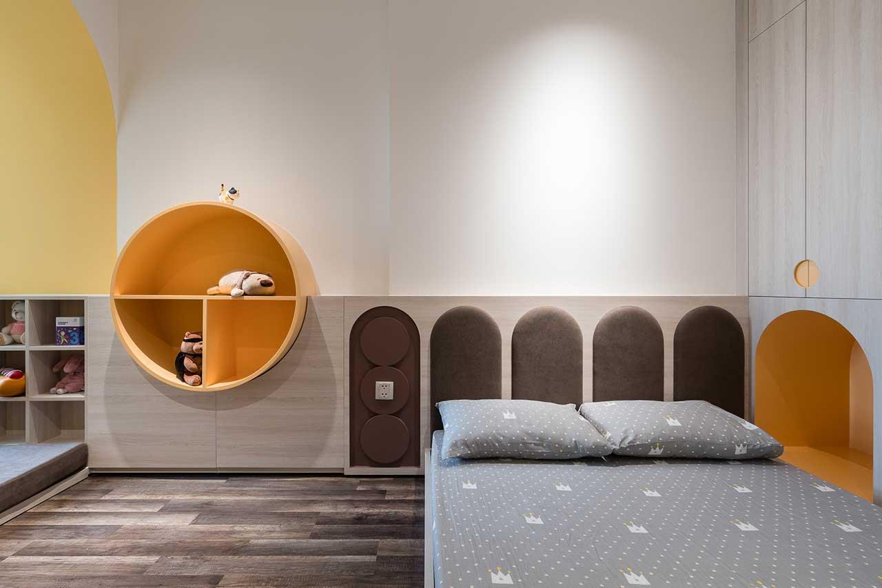 Turcoaz roz piersică și portocaliu într un apartament plin de personalitate din Vietnam 17