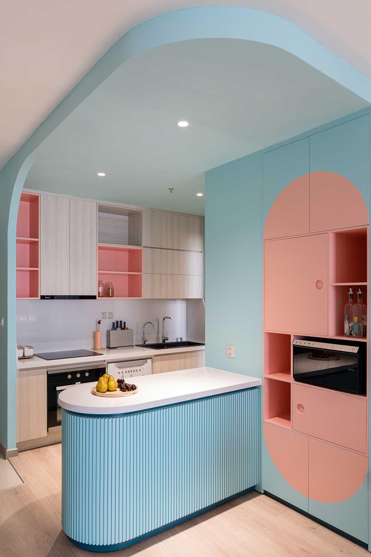 Turcoaz roz piersică și portocaliu într un apartament plin de personalitate din Vietnam 3