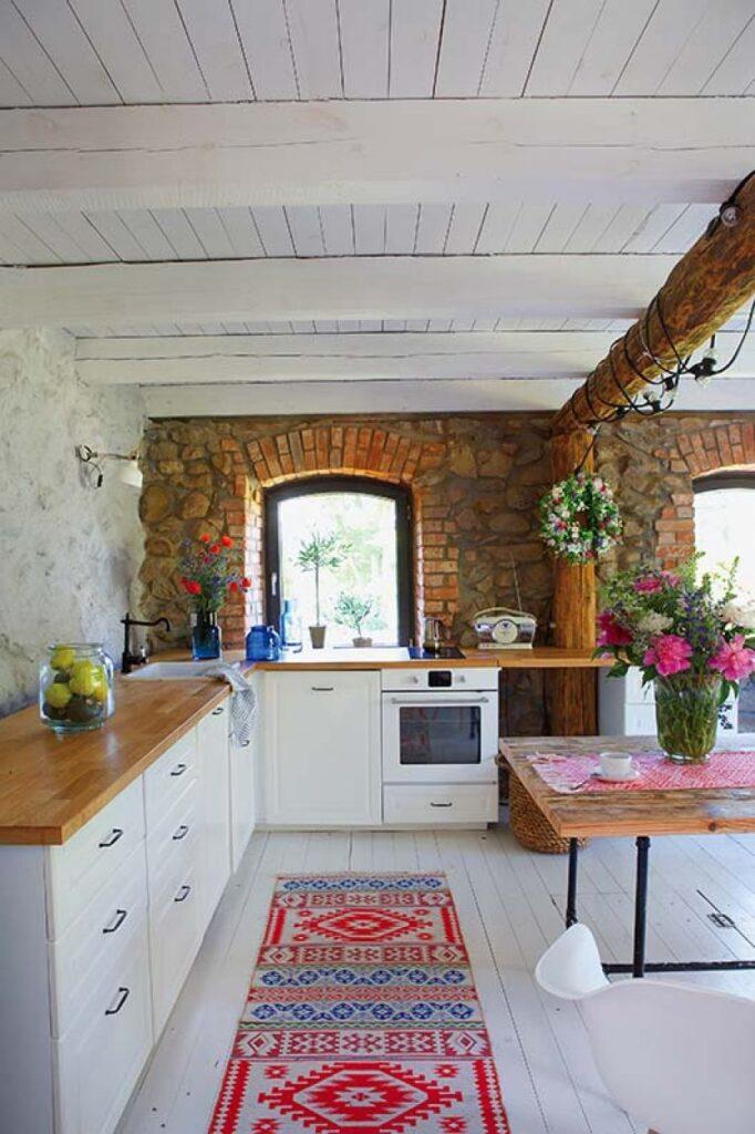 Decor rustic boem și colorat într o casă din Ełk Polonia 5