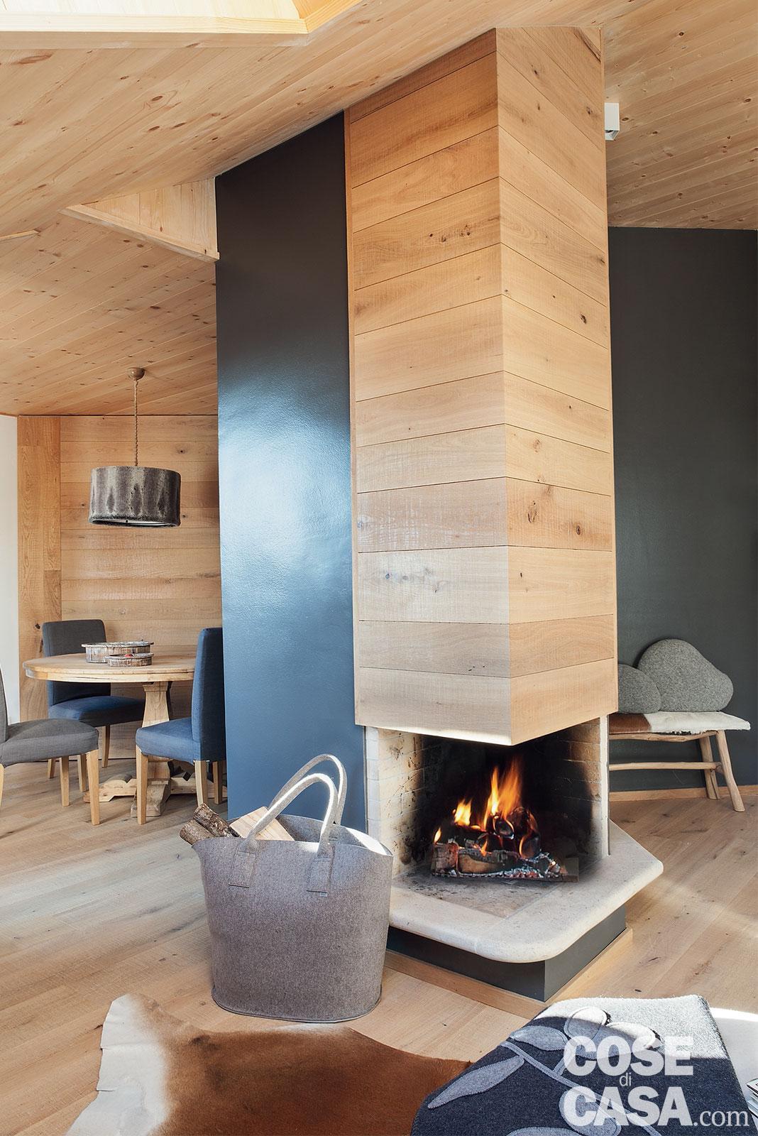 Tavan placat cu lemn într o mansardă de 75 m² din Siusi Italia 1b