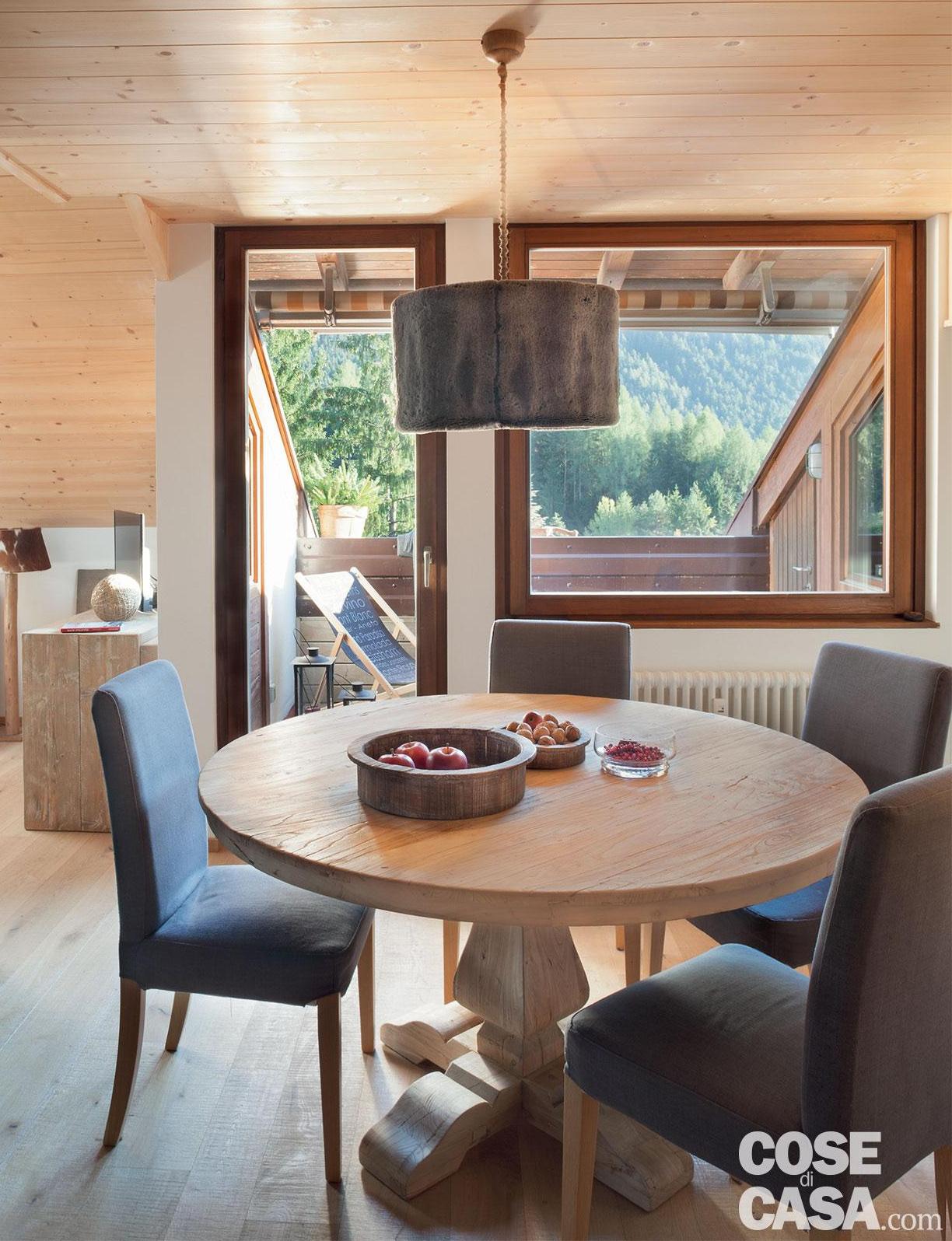 Tavan placat cu lemn într o mansardă de 75 m² din Siusi Italia 3