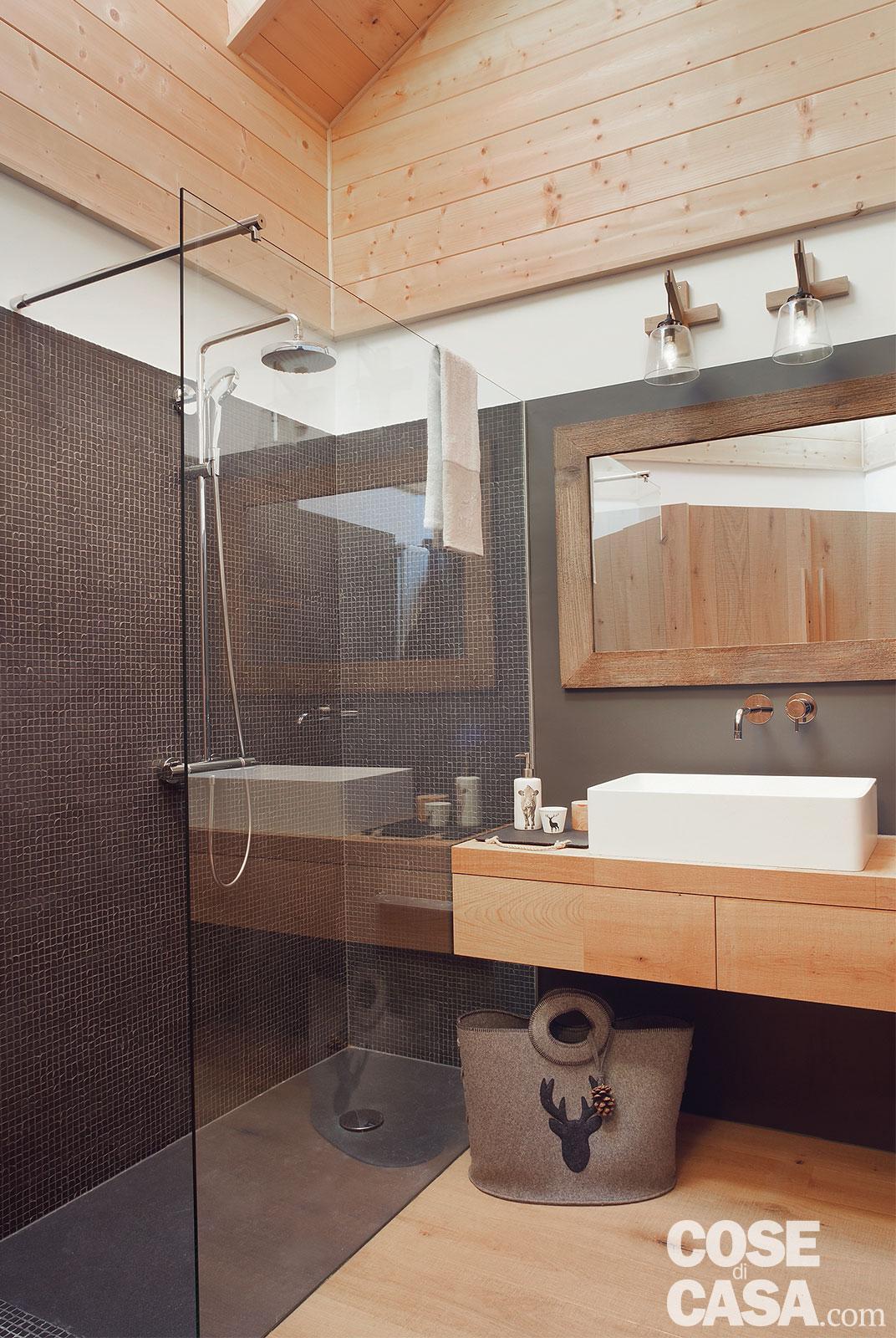 Tavan placat cu lemn într o mansardă de 75 m² din Siusi Italia 8