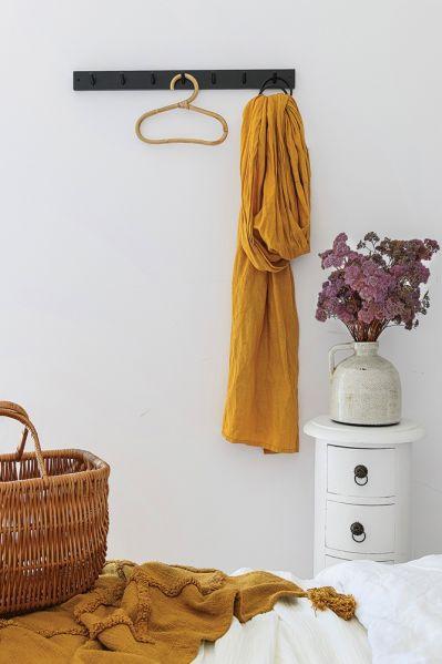 Accente galben muștar și lila într o casă din Polonia 14