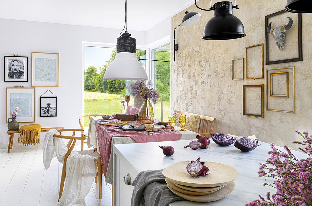 Accente galben muștar și lila într o casă din Polonia 2