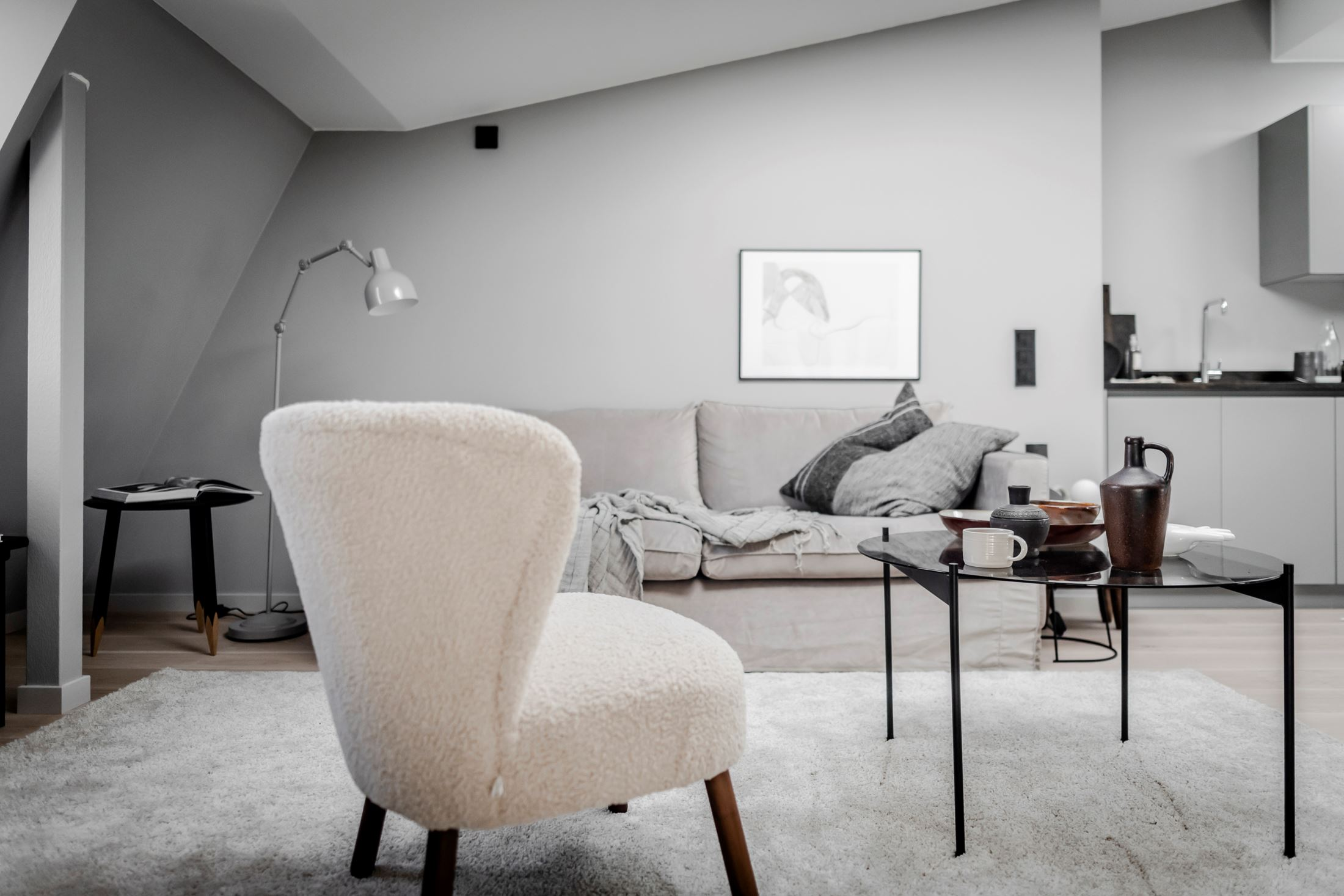 Plan deschis și decor nordic într o garsonieră la mansardă 35 m² 10