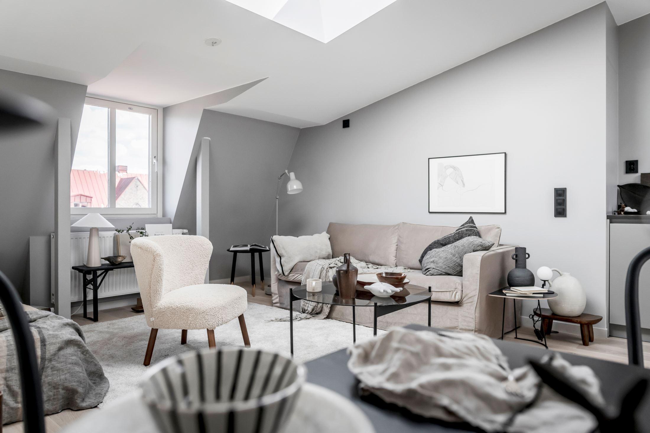 Plan deschis și decor nordic într o garsonieră la mansardă 35 m² 13