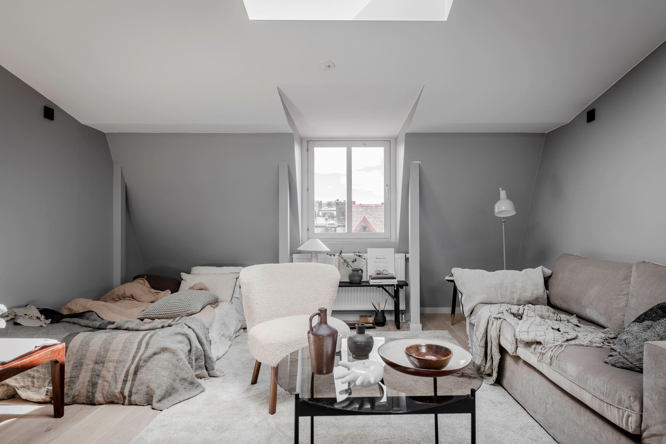 Plan deschis și decor nordic într o garsonieră la mansardă 35 m² 15