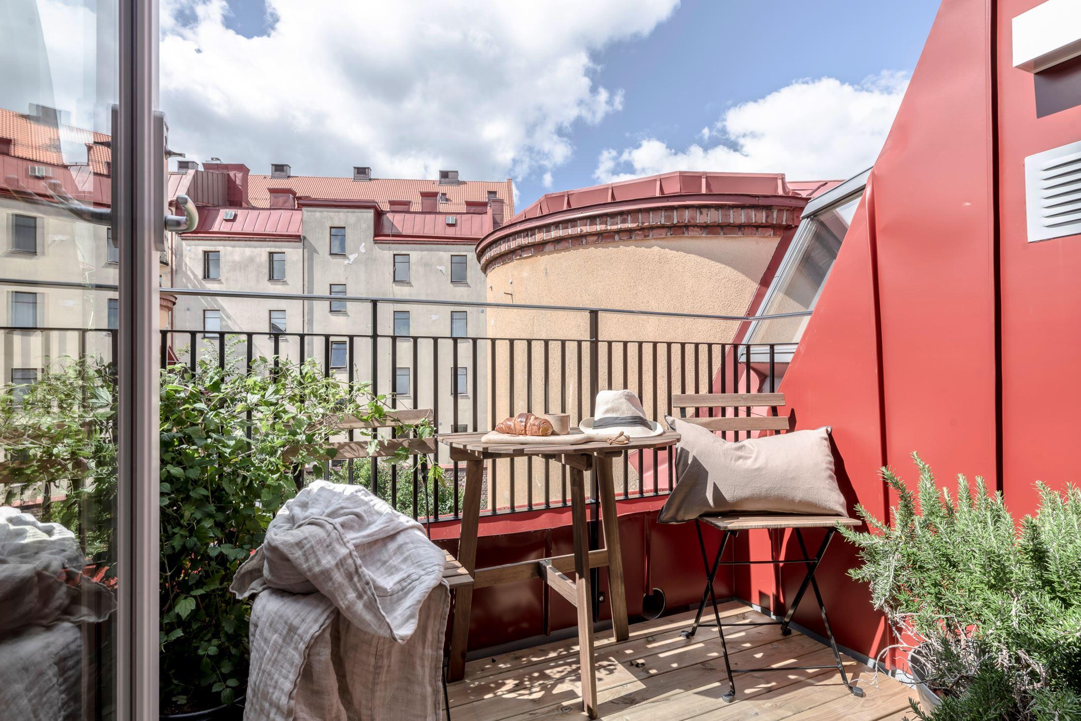 Plan deschis și decor nordic într o garsonieră la mansardă 35 m² 21