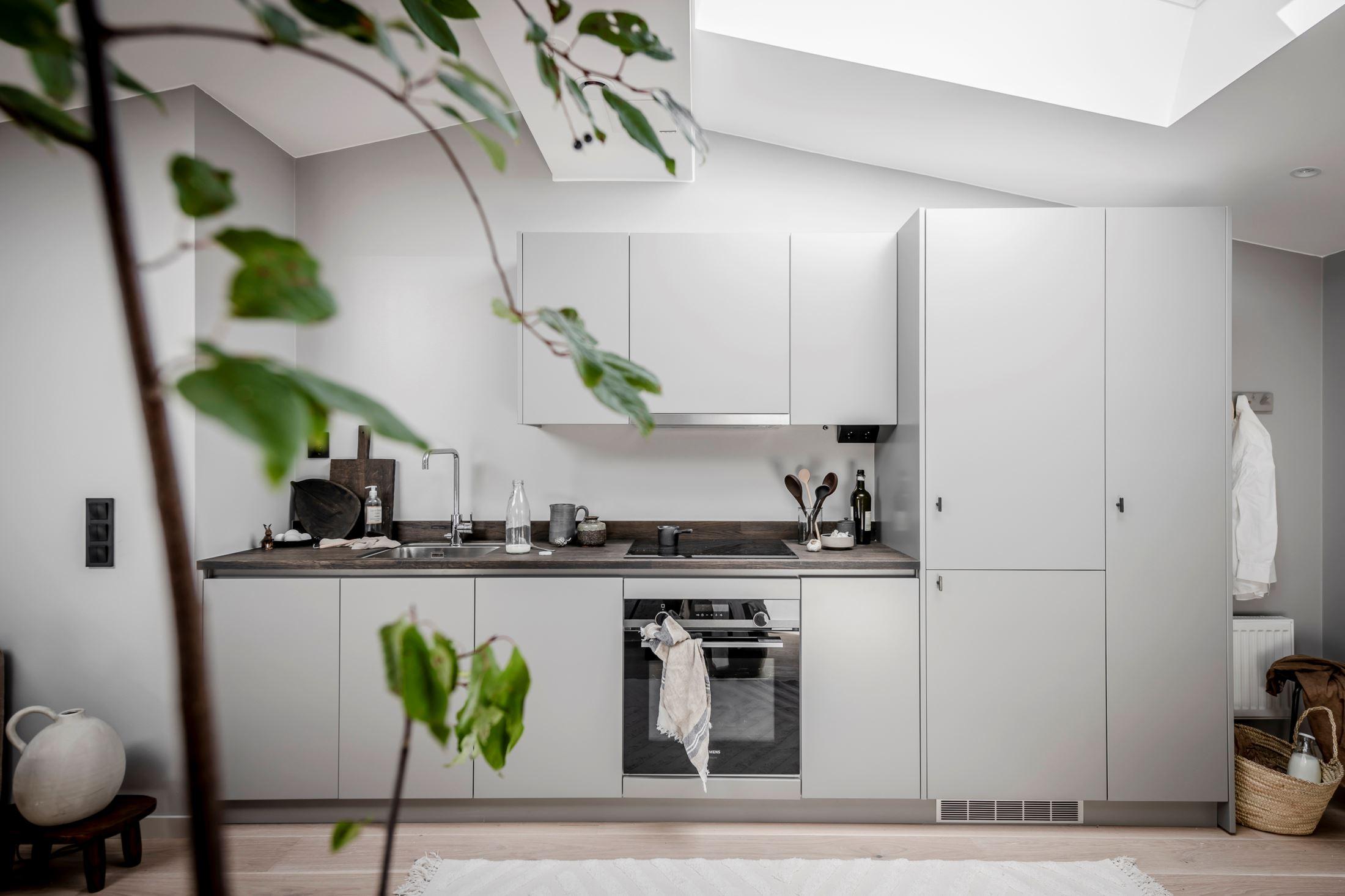 Plan deschis și decor nordic într o garsonieră la mansardă 35 m² 3