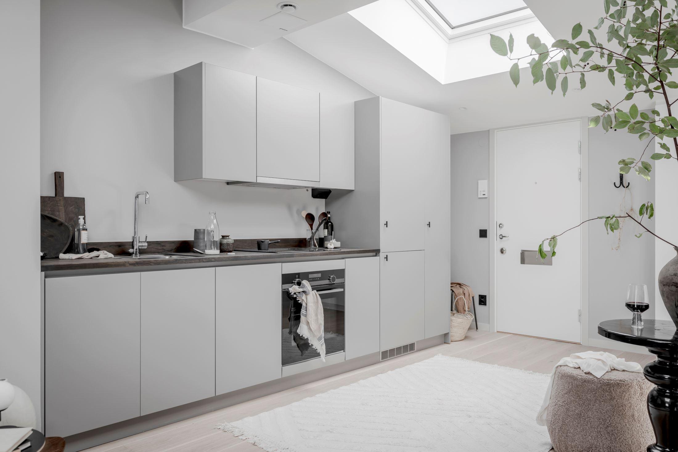 Plan deschis și decor nordic într o garsonieră la mansardă 35 m² 4