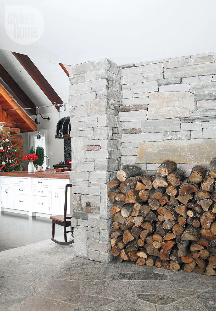 Decor de Crăciun într o cabană din mijlocul pădurii 6