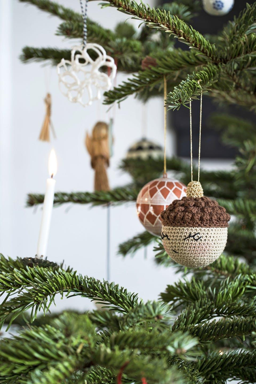 Decor de Crăciun într un apartament plin de tablouri 6