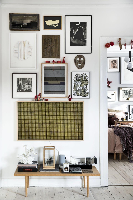 Decor de Crăciun într un apartament plin de tablouri 9