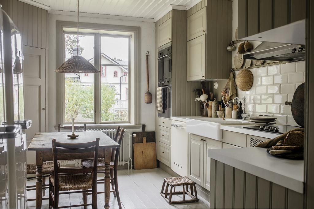Tonuri naturale de culoare și mobilier rustic într o casă din 1884 15