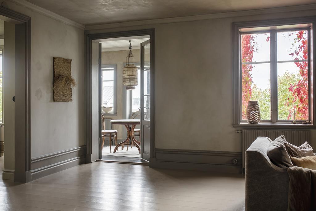 Tonuri naturale de culoare și mobilier rustic într o casă din 1884 8