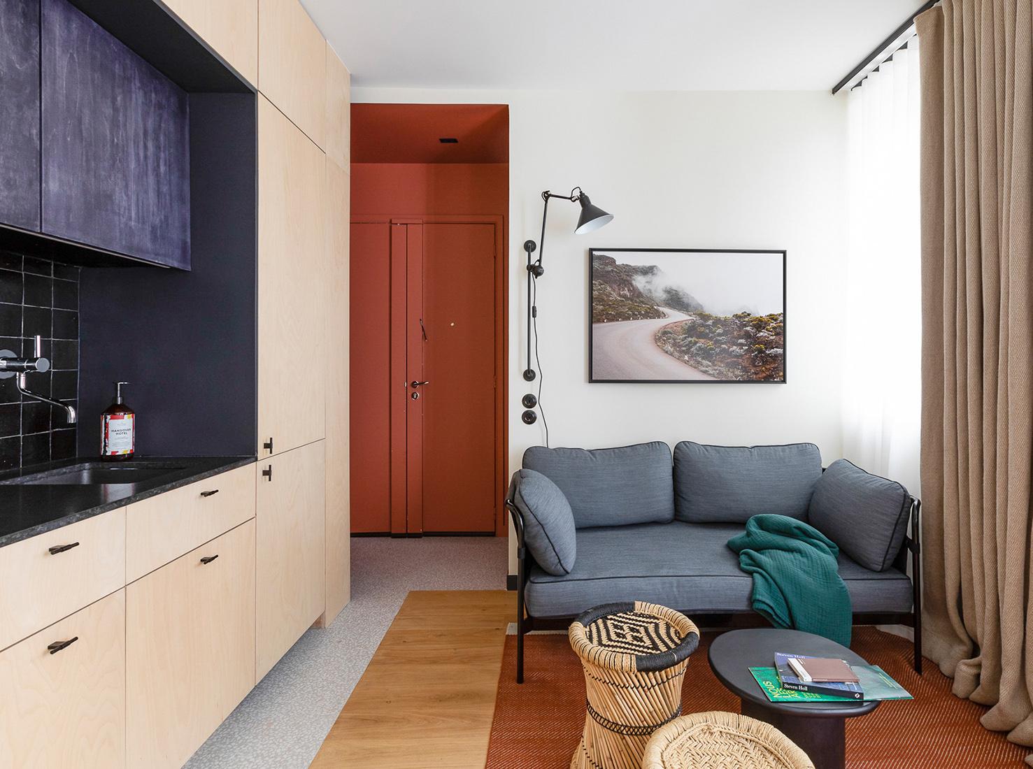 Amenajare practică și modernă într o garsonieră de numai 25 m² din Paris 1